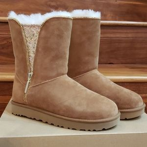 New In Box UGG Classic Zip Boots